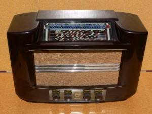 Philips Art Deco Chrome Grill Bakelit Radio