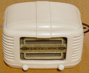 Astor cream bakelite radio